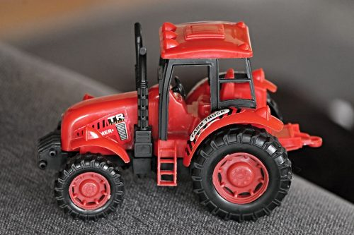 everything-you-need-to-know-about-custom-farm-toys-1